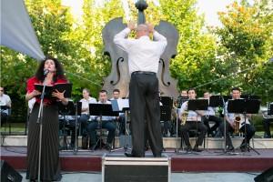 Corul Divina Armonie Coltea 2015-Dirijor si Soprana