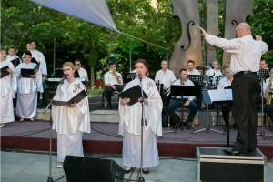 Corul Divina Armonie Coltea 2015-Dirijor si soprane
