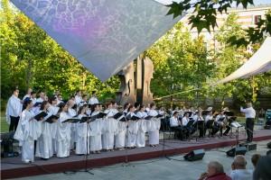 Corul Divina Armonie Coltea 2015-Dirijorul si corul
