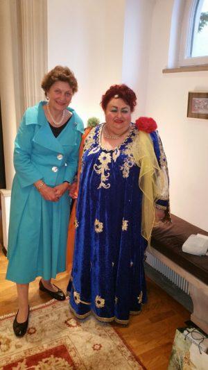 Paula Ciuclea impreuna cu doamna directoare a Teatrului Vienez de Copii in Romania - Sylvia Rotter