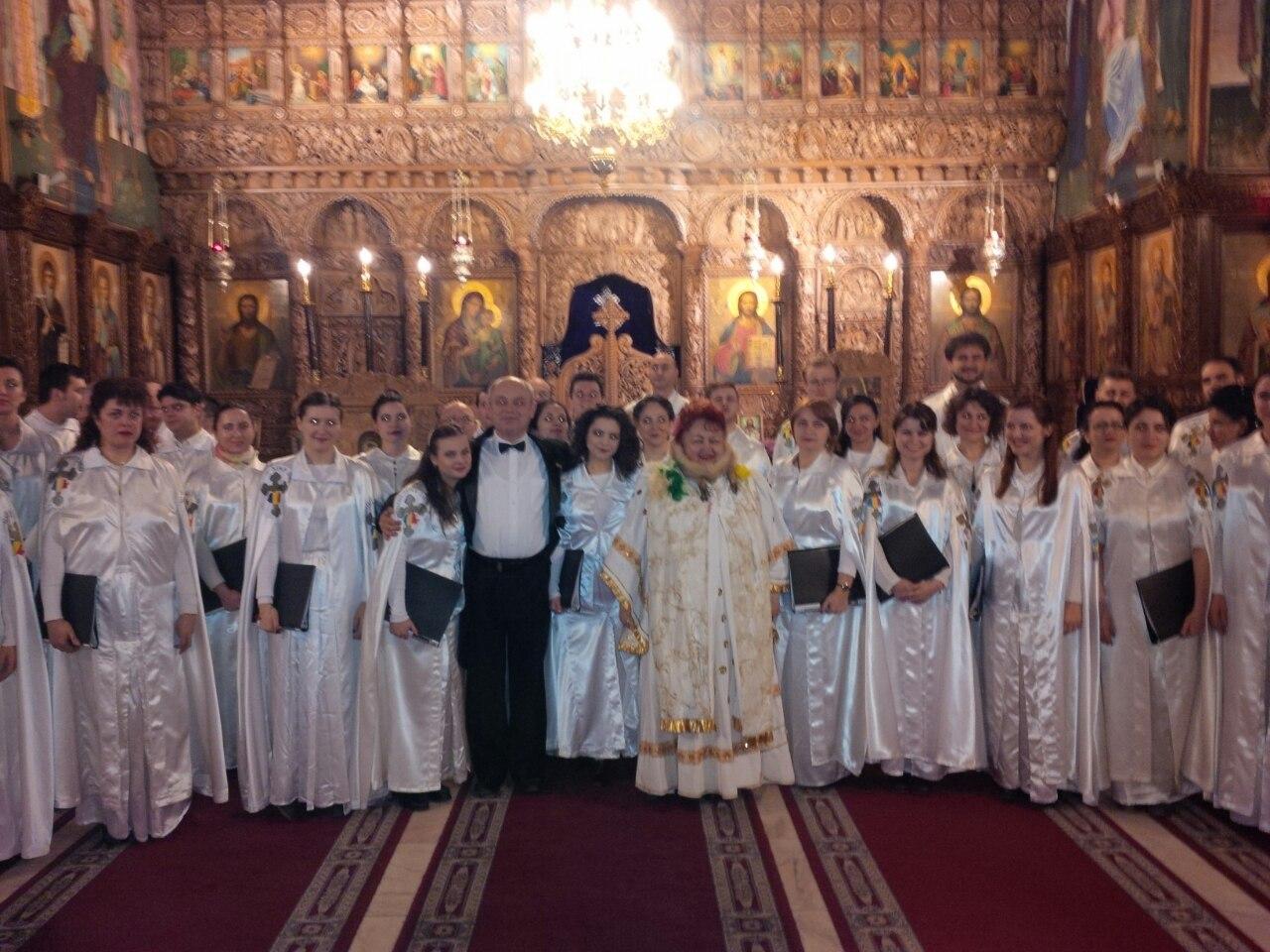 Poza Cor in biserica